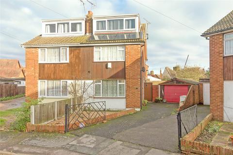 3 bedroom semi-detached house for sale - Cortland Close, Sittingbourne, Kent, ME10