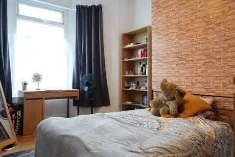 5 bedroom terraced house to rent - Mackintosh Place , Cathays, Cardiff