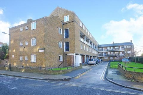 3 bedroom apartment to rent - Kempe House, Burbage Close, London SE1