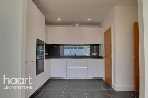 2 bedroom flat - Panther House, High Road Leytonstone, E11