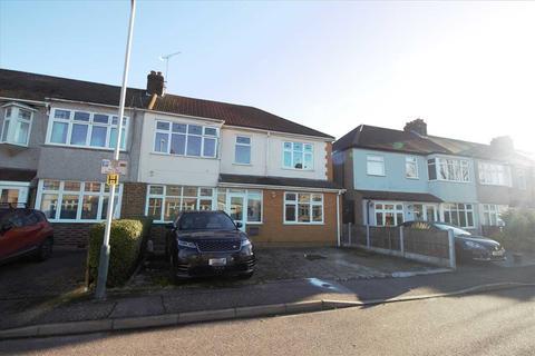 5 bedroom semi-detached house to rent - Beechfield Gardens, Romford
