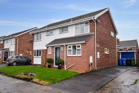3 bedroom semi-detached house - Minton Way, Farnworth