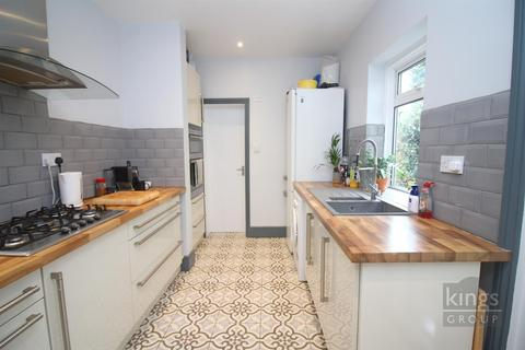 3 bedroom terraced house - Green Street, Enfield