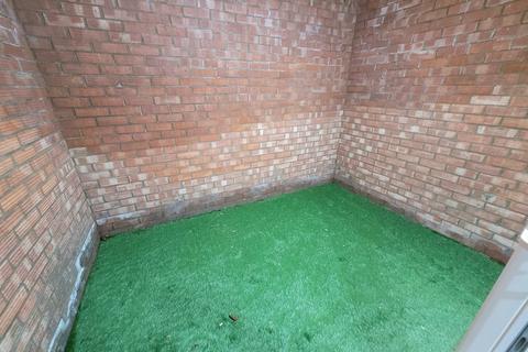 2 bedroom flat to rent - ollards grove, loughton, essex, essex IG10