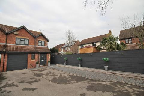 3 bedroom semi-detached house for sale - Wilshire Avenue, Springfield, Chelmsford, Essex, CM2