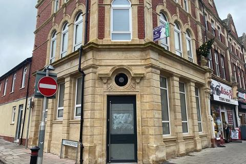 Property to rent - Holton Road, Barry, The Vale Of Glamorgan. CF63 4HB