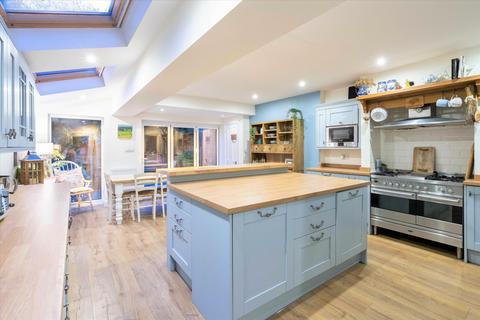 5 bedroom terraced house - Leander Road, Brixton London SW2