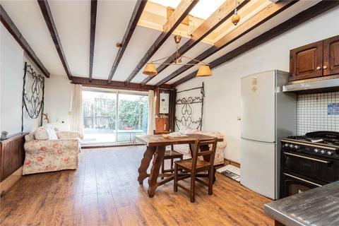 2 bedroom terraced house - Elmar Road, London, N15