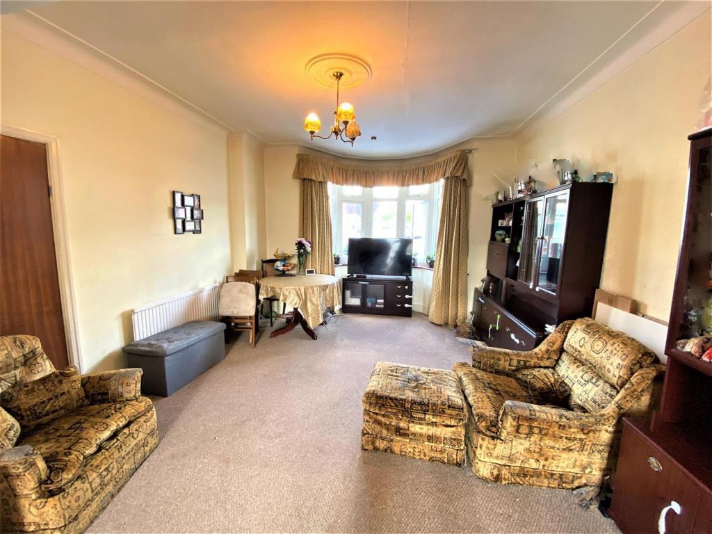 5 bedroom house available to let in Redbridge Lan