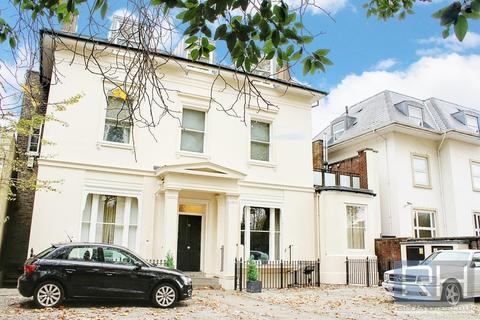 2 bedroom apartment - High Street, London, N8