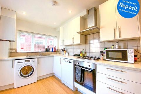4 bedroom semi-detached house to rent - Hodshrove Road, Brighton, BN2