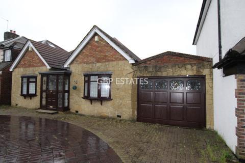 3 bedroom detached bungalow to rent - Pettits Lane, Romford