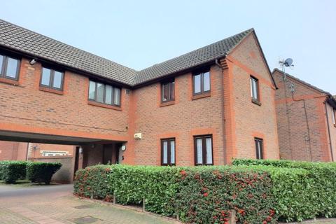 1 bedroom apartment - Loxwood Close, Feltham