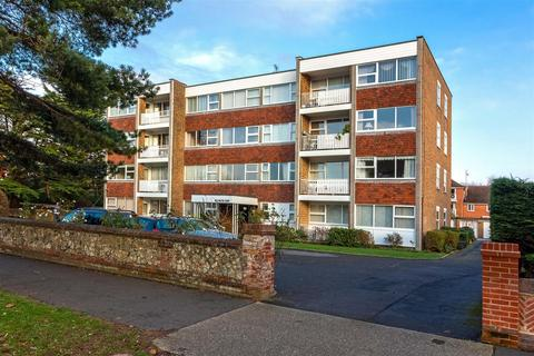 2 bedroom flat for sale - Grand Avenue, Worthing