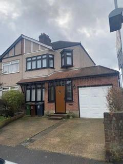 3 bedroom end of terrace house to rent - Geneva Gardens, Chadwell Heath, Romford
