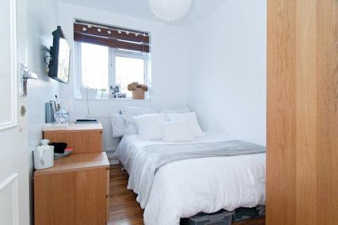 4 bedroom house share to rent - Double Room to Rent in Shared Flat in Southmead Road, Southfields.