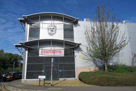 Industrial unit to rent - Deer Park Road, London