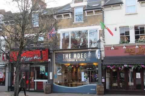 Retail property (high street) to rent - The Broadway, Wimbledon, London