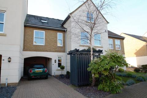 3 bedroom terraced house - Wraysbury Gardens, Staines-Upon-Thames, TW18
