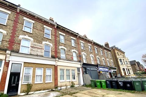 3 bedroom flat to rent - Wood Vale, London SE23