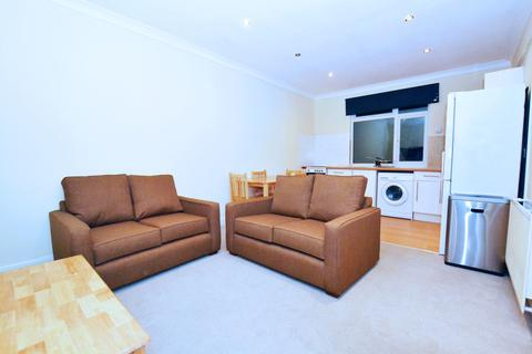 2 bedroom flat to rent - St Johns Road, Isleworth
