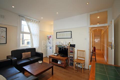 3 bedroom ground floor maisonette - Felsberg Road, Brixton