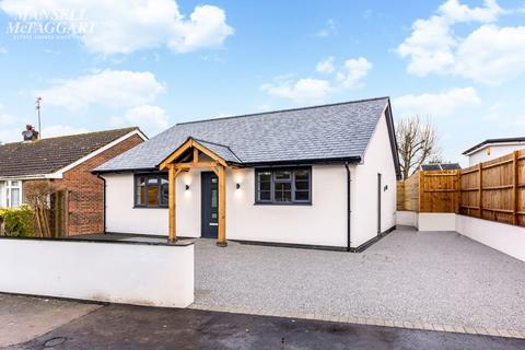 2 bedroom detached bungalow for sale - Manor Avenue, Hassocks