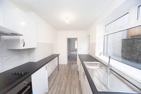 3 bedroom terraced house to rent - High Street, Six Bells