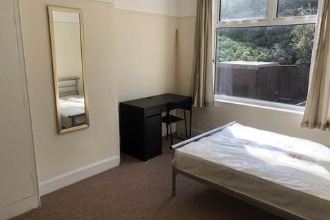 4 bedroom terraced house to rent - Keys Avenue , Horfield, Bristol