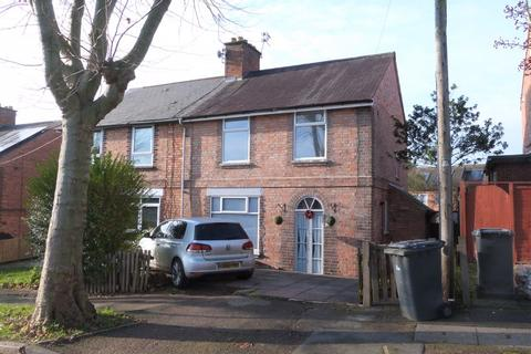 3 bedroom semi-detached house - Sutton Road, Knighton