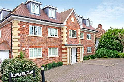 3 bedroom flat to rent - Blue Springs, Sandy Lodge Way, Northwood, HA6