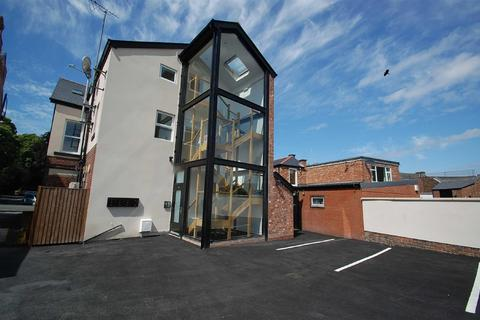 3 bedroom flat for sale - Woodford Road, Bramhall