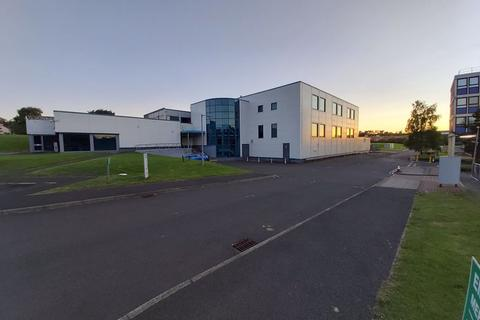 Property to rent - Large Commercial Unit to Let, Excellent Location