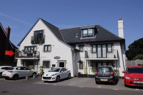 2 bedroom apartment for sale - Barton Court Avenue, Barton On Sea, Hampshire