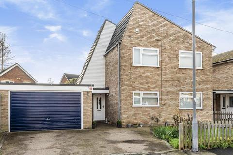 4 bedroom detached house - Madeley Road,  Aylesbury,  HP21