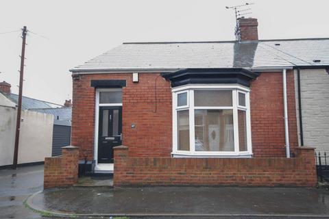2 bedroom bungalow - Sandringham Road, Roker