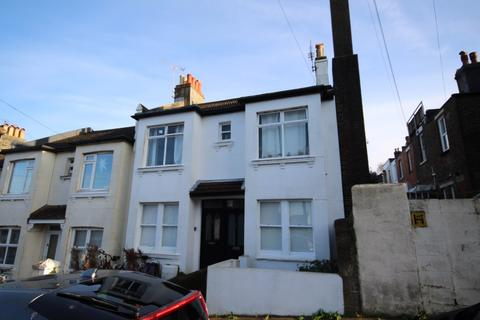 3 bedroom flat to rent - Sandown Road