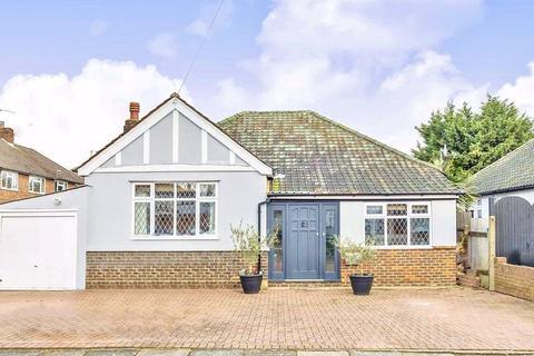 3 bedroom bungalow for sale - Waverley Avenue, Twickenham, TW2