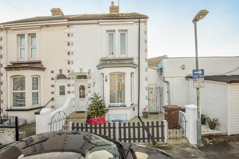 5 bedroom semi-detached house - Waterloo Road Gillingham ME7
