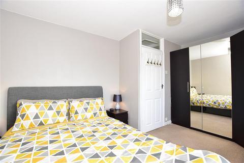 2 bedroom flat for sale - Whalebone Lane South, Chadwell Heath, Essex