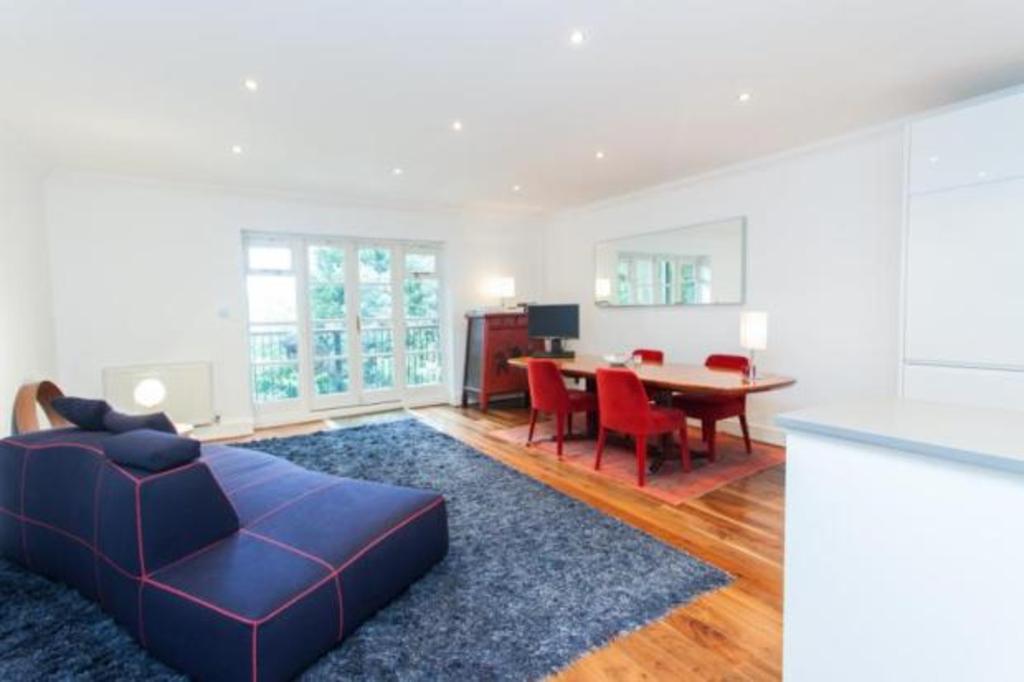 3 Bedrooms Flat for sale in Cholmeley Park, Highgate Village, London, N6