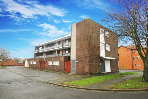2 bedroom flat to rent - Boston Court, Forest Hall