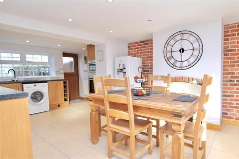 3 bedroom house for sale - South Parade, Caythorpe, Grantham