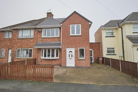 3 bedroom semi-detached house - Barrie Road, Hinckley