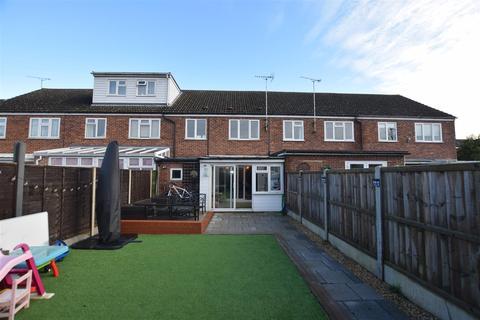 3 bedroom terraced house - Hillary Close, Heybridge