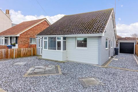 3 bedroom detached bungalow for sale - Freshbrook Road, Lancing