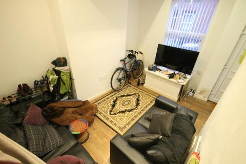 3 bedroom terraced house for sale - William Street, Hyde Park, Leeds, LS6 1JG