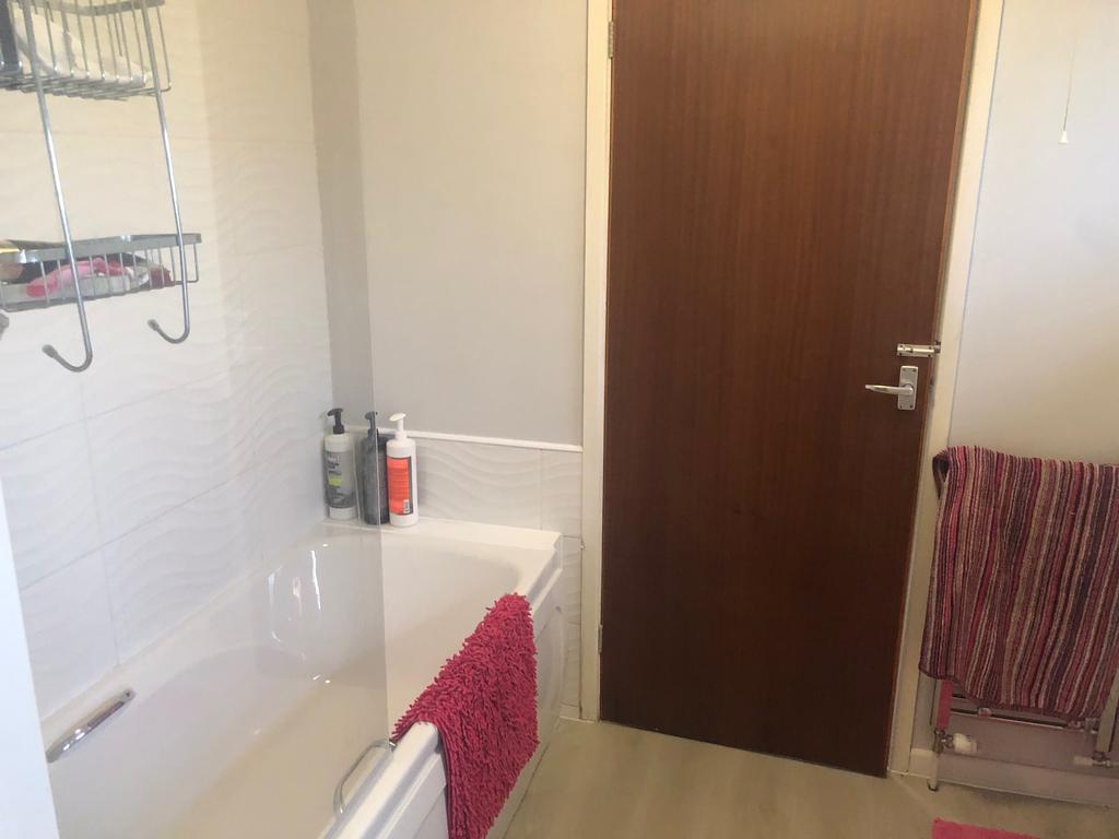 Bathroom Pic A   Annexe