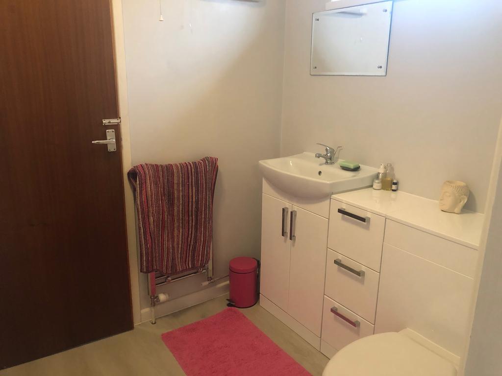 Bathroom Pic B   Annexe