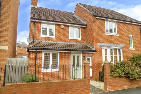 3 bedroom semi-detached house for sale - Cloatley Crescent, Royal Wootton Bassett, Swindon, SN4